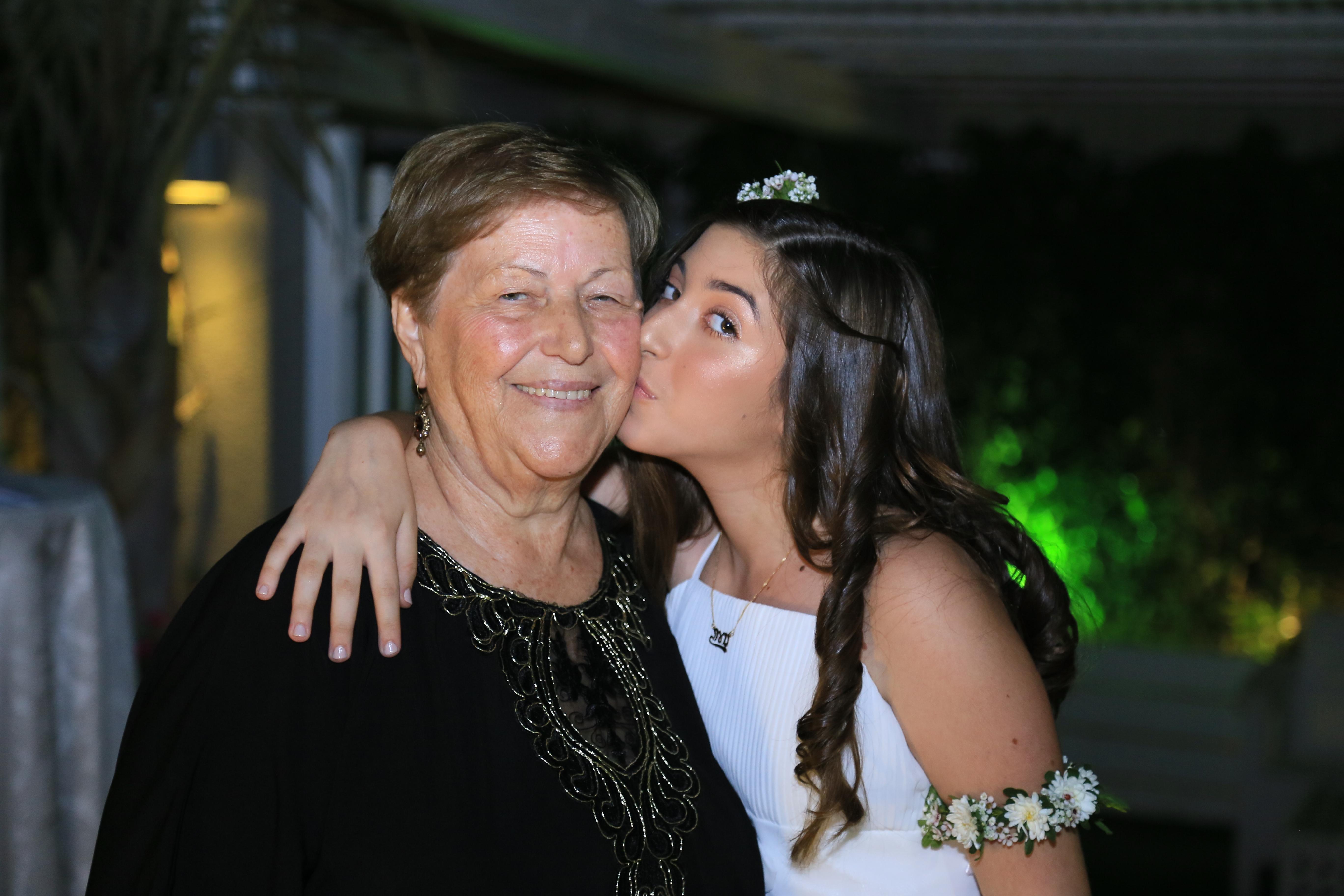 הסיפור החיים של סבתי by noa zfoni - Illustrated by נועה צפוני  - Ourboox.com