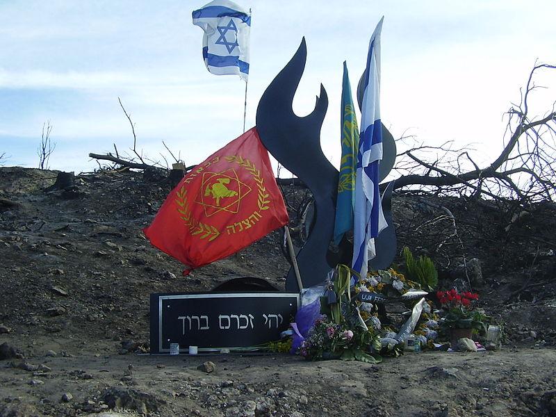 האנדרטה הזמנית שהוקמה במקום האסון