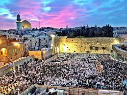 שליו, אמה ועפרי לוקחים אתכם לסיבוב באתרים מיוחדים סביב ובתוך ירושלים. by yael more - Ourboox.com