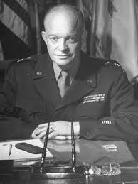 Expresidente de los EE. UU. Comanda las Fuerzas Aliadas en la Segunda Guerra Mundial