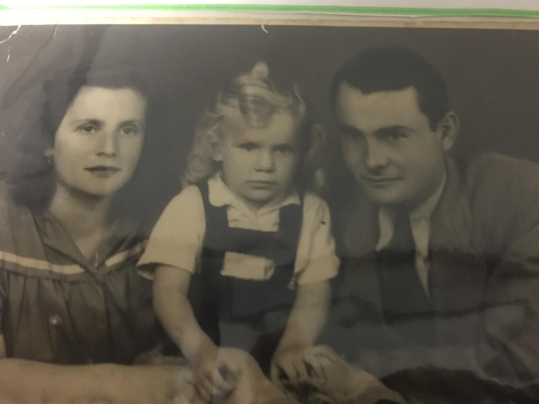 סבא שלי שהיה קטן והוריו