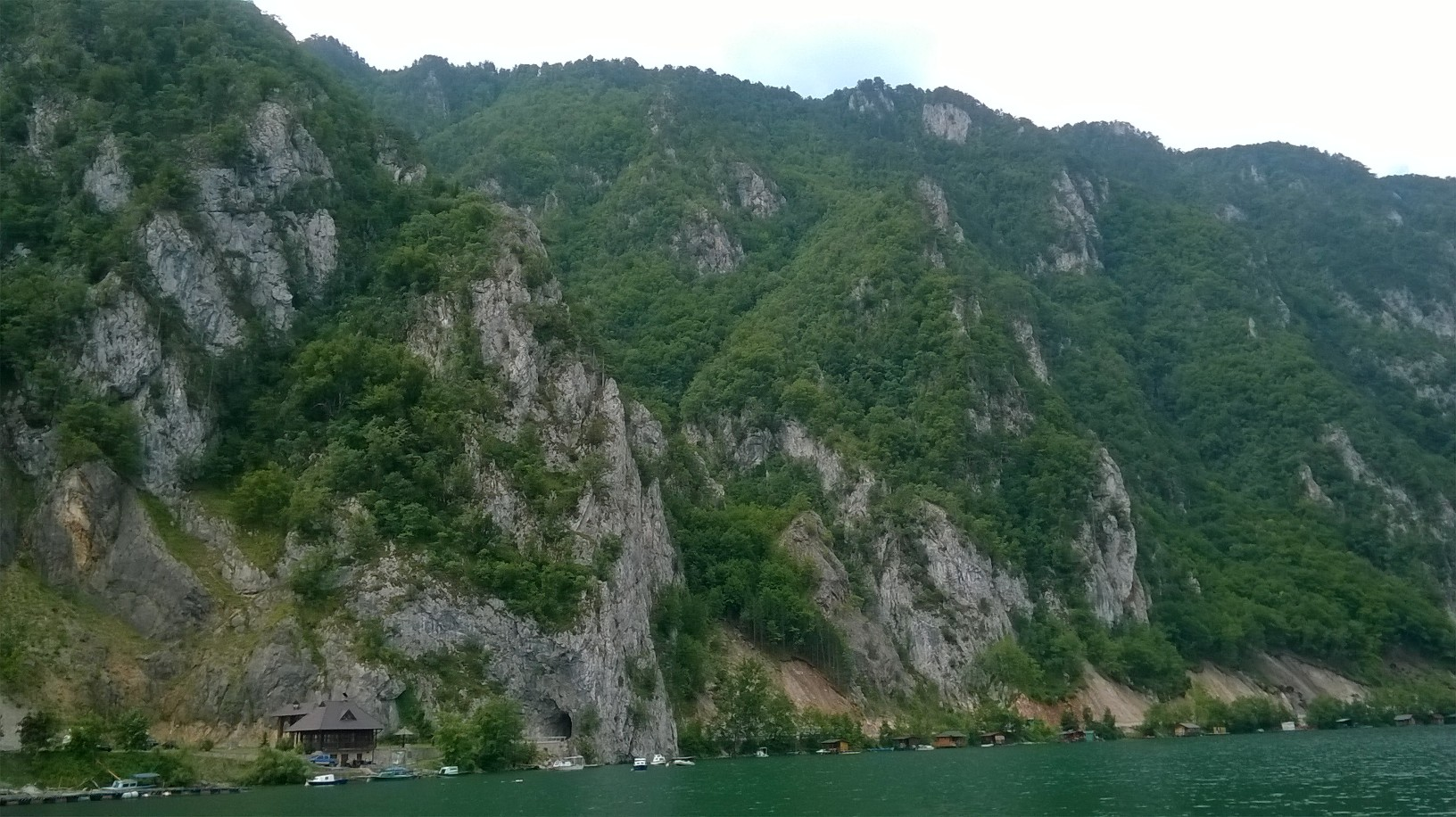 поглед са језера