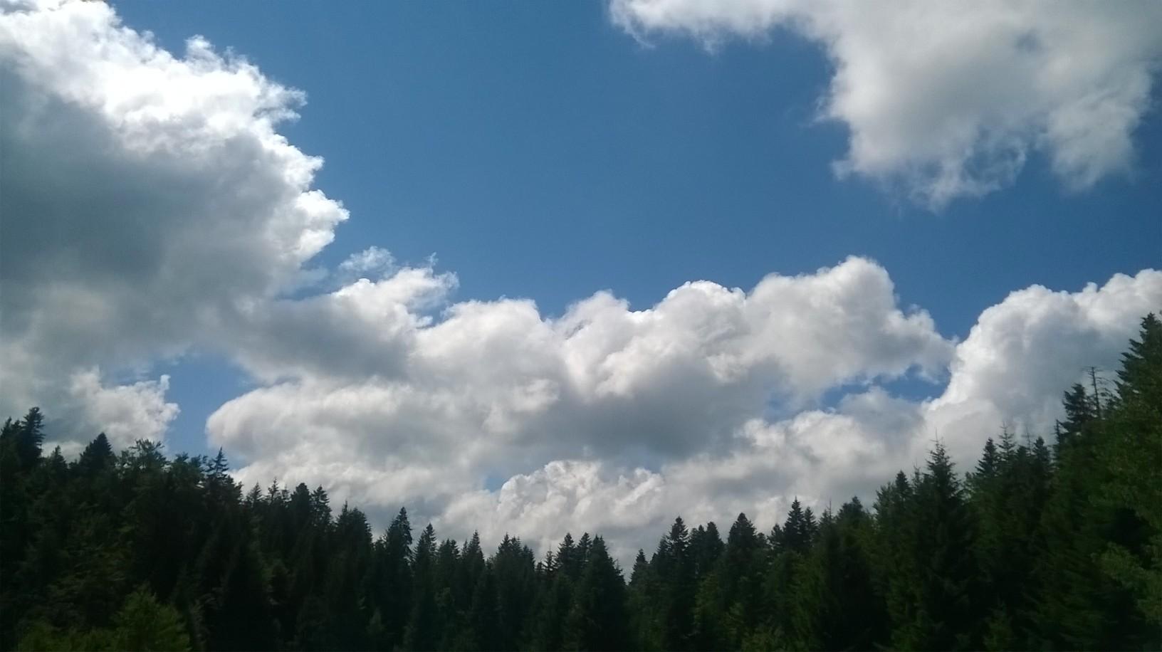 небо изнад нас