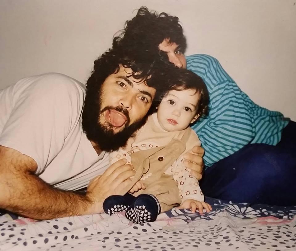 אמיתי הקטן עם הוריו