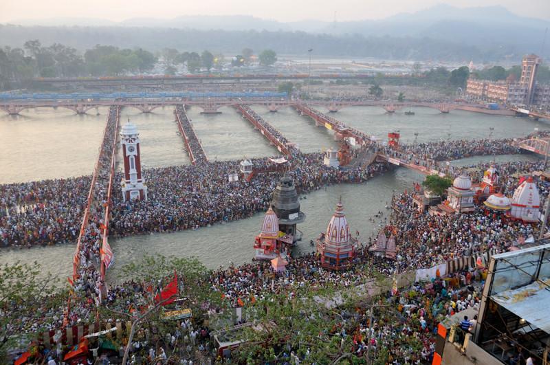 Hindistanın en kalabalık ülke olduğunu kanıtlayan resim...