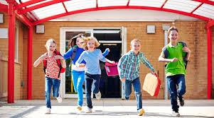 Escono allegri i bambini dalla scuola
