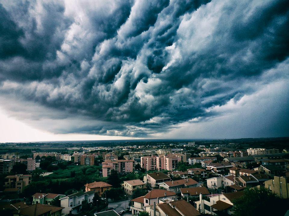 Il Nuvolone grigio by Maestra Mary Db - Ourboox.com