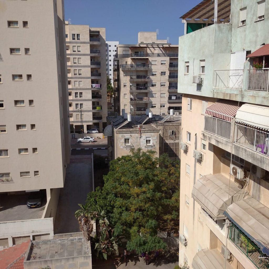 """הישוב שלי מחלון ביתי- ביה""""ס אילן רמון חדרה by Assaf Dauber - Illustrated by אסף דאובר - Ourboox.com"""