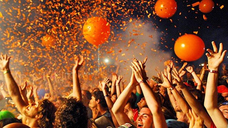 STRAßENFEST IN IZMİR by Arzu Gözütok - Ourboox.com
