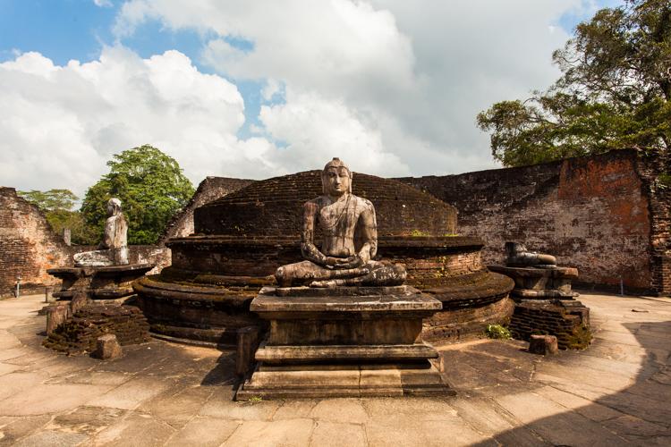 Socha Buddhy v Polonnaruwa