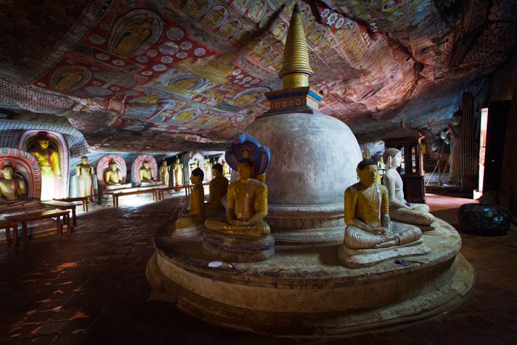 Uvnitř chrámu v Dambulla