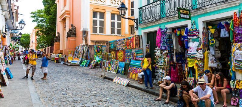 Calles coloridas el día de la Hispanidad