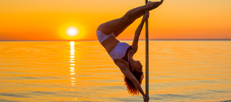 Practicar Pole Dance Fitness en la playa