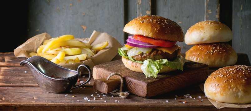 La palabra hamburguesa viene de los filetes de carne picada de Hamburgo.