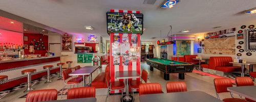 Mel's Bar Diner & Play