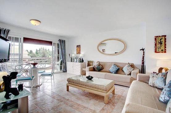 Apartment-14B-lounge