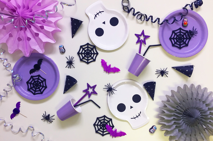 halloween assortment skull plates spiders party poppers bats cobwebs