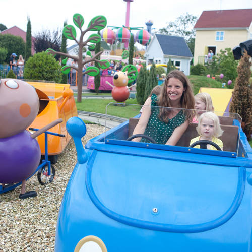 https://s3-eu-west-1.amazonaws.com/paultons/archive/312/14/07/24/Daddy_Pigs_Car_Ride_in_Peppa_Pig_World.jpg