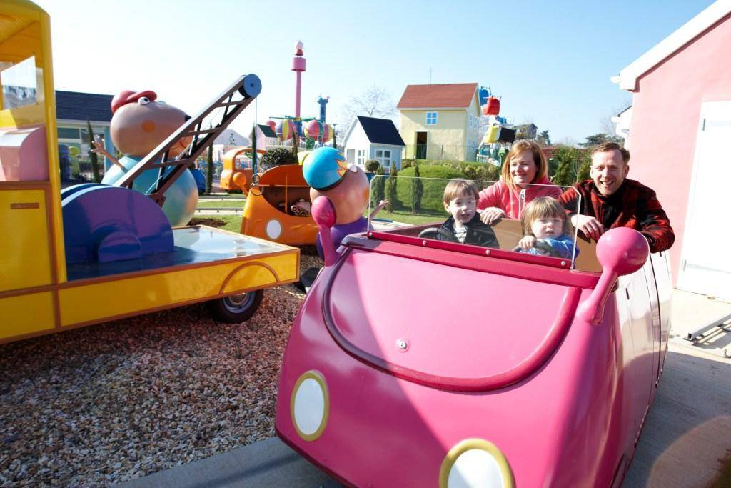 Daddy Pig's Car Ride Photography