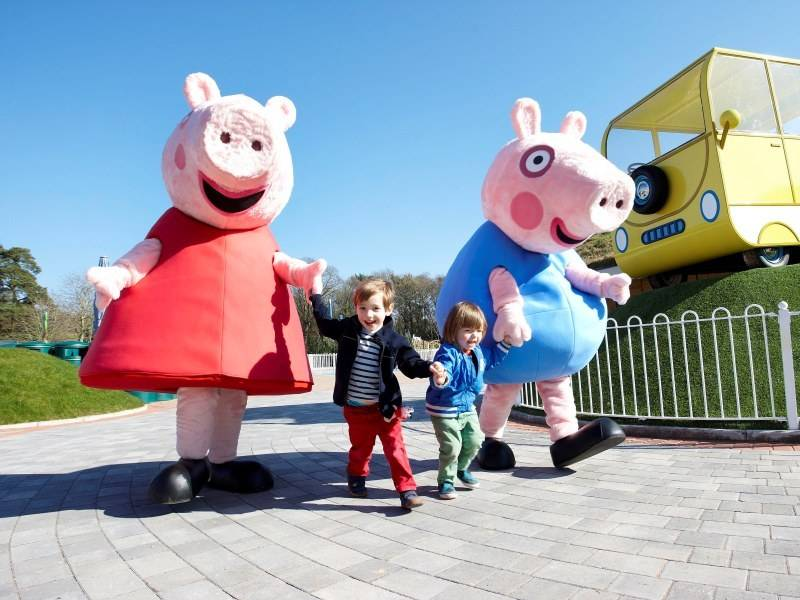 Peppas early play ride pass purchasing an early play pass gives you and your family the opportunity to meet peppa pig and george personally between 900 and 1000am before the park m4hsunfo