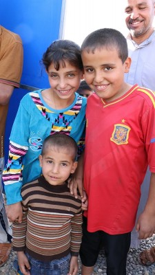 October 31 2016. Jad'ah camp, Qayyarrah (80km south of Mosul) in Iraq. Fayona (11), Fawz (10), Wajeeh (4) arrived in Jad-ah camp 3 days ago with their family. They came with 100 families from a village south of Mosul. IS had tried to take the villagers' north further into their territory – it's thought with the intention of using them as human shields, according to the UN. As the villagers were taken north, conflict erupted between Iraqi and IS forces and the villagers managed to escape. Initially all 100 families were sheltered by their tribal leaders in his house but received news that IS were coming to kill them so fled to Jad'ah camp. Nearly 1,000 families – around 5-6,000 people – have arrived in Jad'ah camp in the past few days. Save the Children is putting up temporary learning spaces to get up to 800 primary age children learning again. Fayona (11), Fawz (10), Wajeeh (4) and their family are one of nearly 1,000 families that received water from Save the Children's distribution on 31 October.