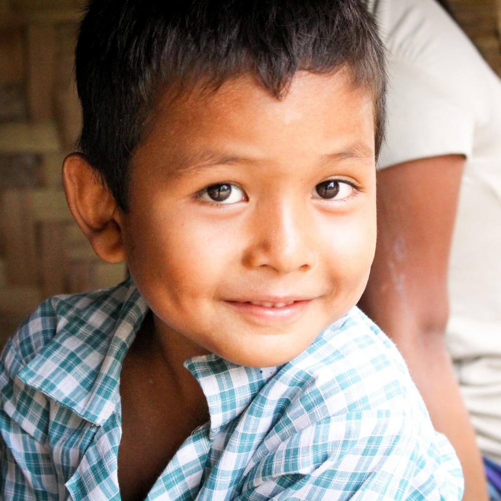 Myanmarissa on noin 1,6 miljoonaa lapsityöläistä. Hankkimalla koulukirjoja sinä voit rakentaa heille paremman tulevaisuuden. Auta nyt!
