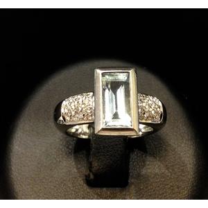 Anello Oro Bianco Acquamarina e Diamanti