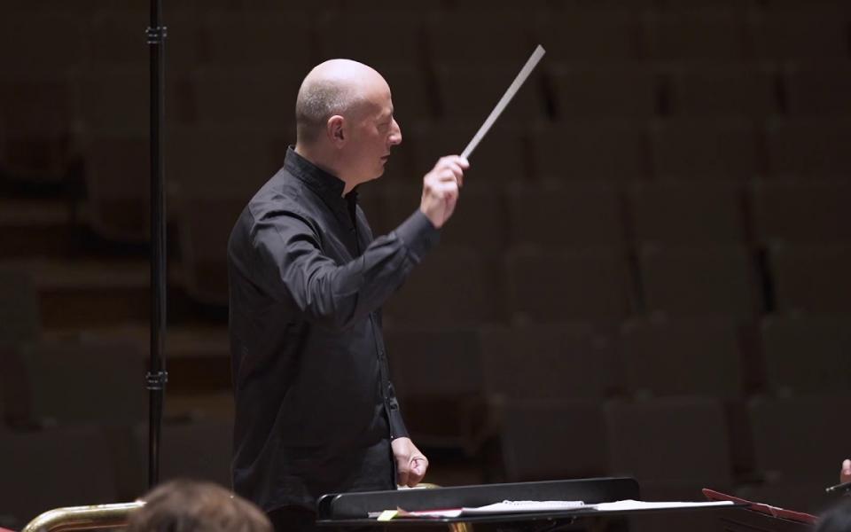 Paavo Järvi conducting