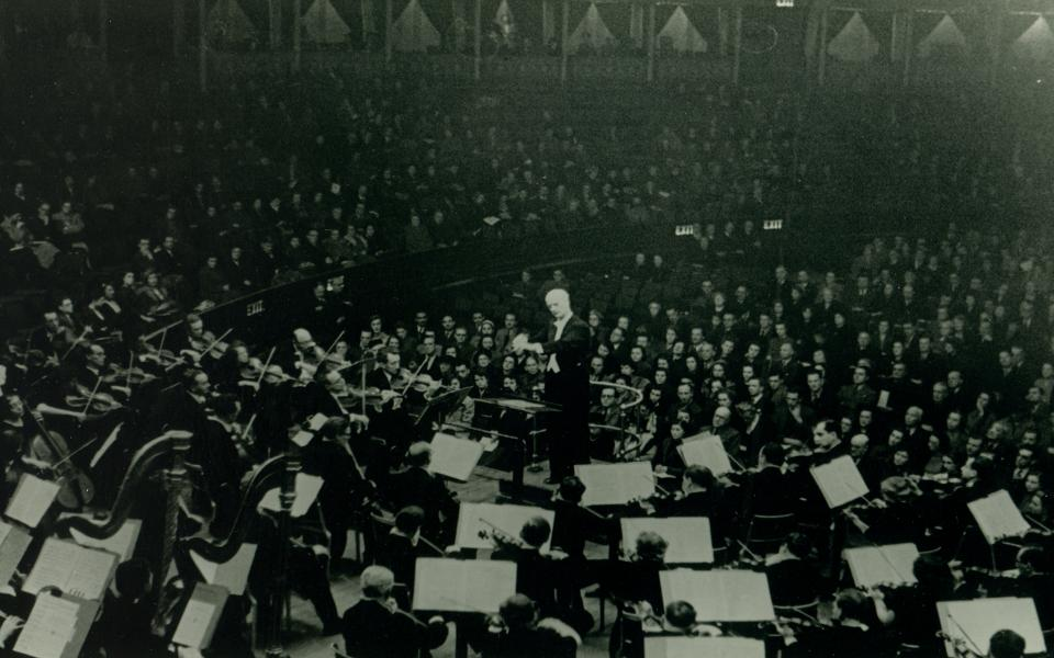 Wilhelm Furtwängler conducts Philharmonia in world premiere of Strauss' Four Last Songs, Royal Albert Hall, 1947_medium res