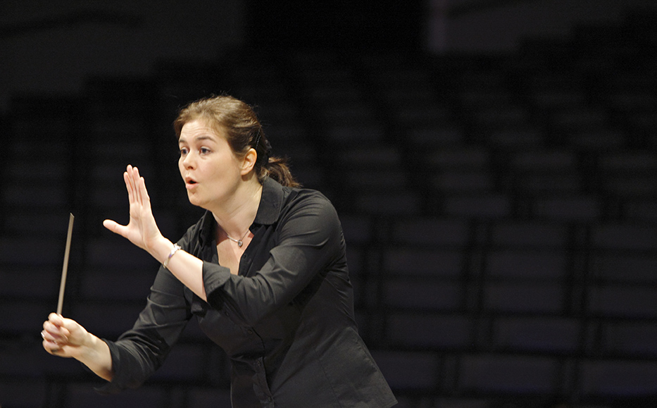 Photo of conductor Anna-Maria Helsing