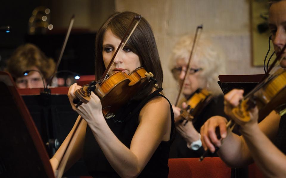 photo of Philharmonia violinist Fiona Cornall