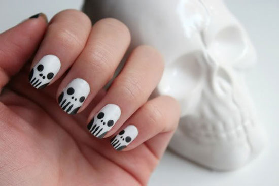 Here 5 great halloween salon sms ideas with templates halloween nails prinsesfo Choice Image