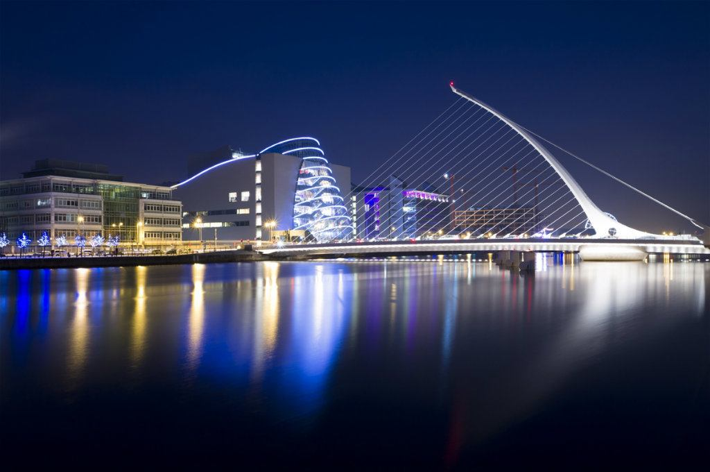 Dublin Samuel Becket bridge at night