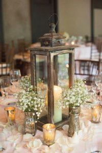 centro mesa lampara y flores