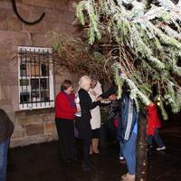 Lighting-the-Christmas-Tree-069-Copy