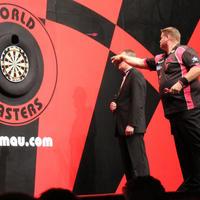 055-Darts in Hull 102