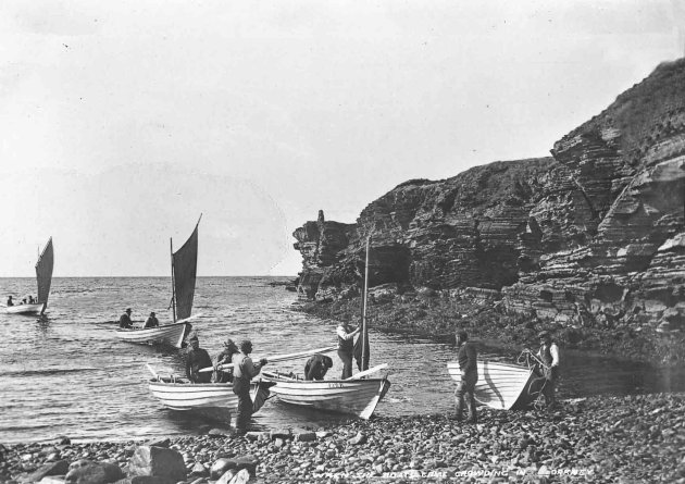 Lobster fishermen at Skibigeo, Birsay