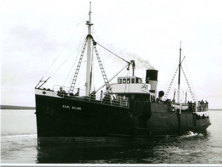 Earl Sigurd approaching Stronsay Pier.