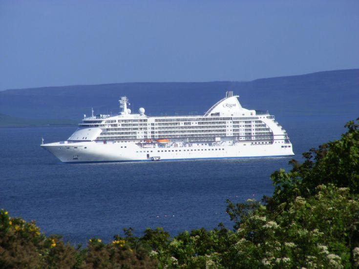 Seven seas cruise liner