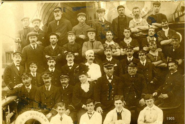 Crew of SS St Ninian in 1905