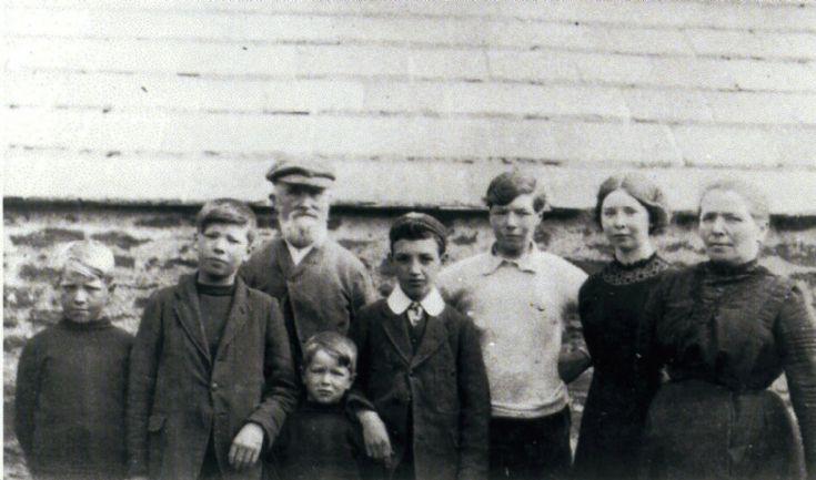Heddle family, Horraldshay, Firth c. 1911