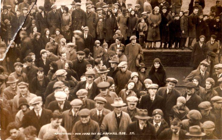 Ba Spectators 1932