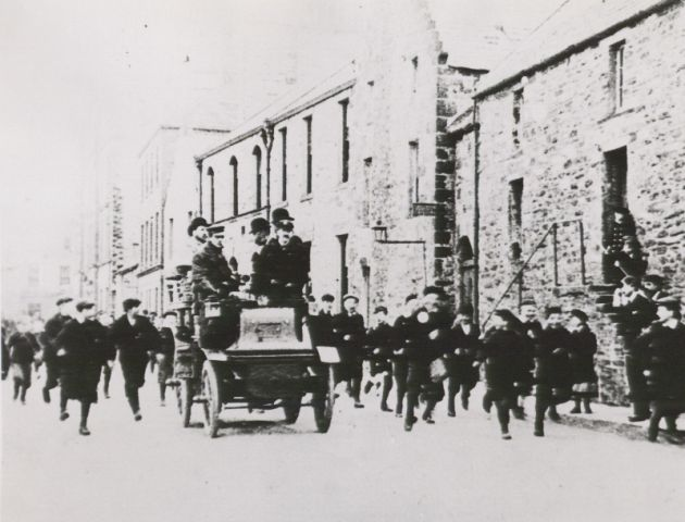 Early car on harbour Street