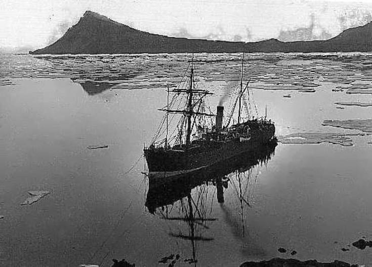 S.S. Camoens damaged by ice near Borðeyri