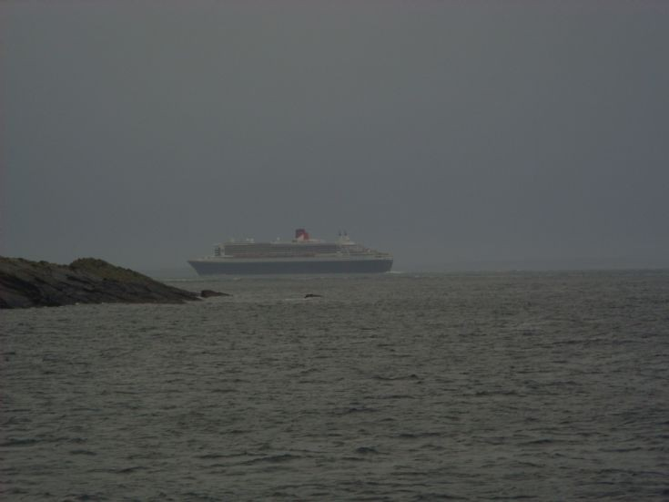 Queen Mary 2 continues west