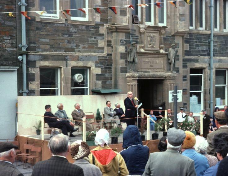 Sir John Betjeman opens St Magnus Fair