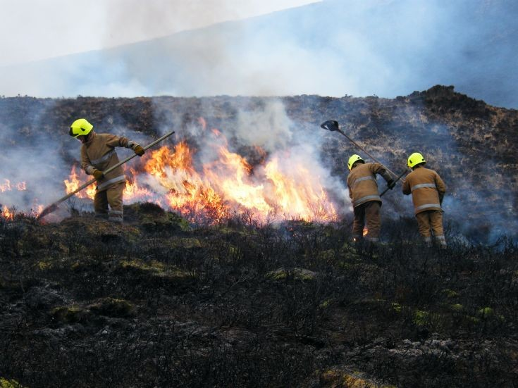 Heath fire in Hoy 1