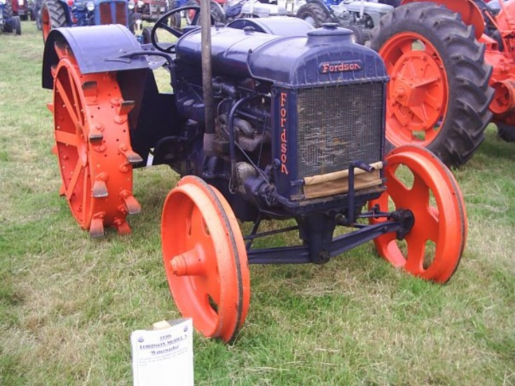 Vintage tractor- Fordson Waterwasher