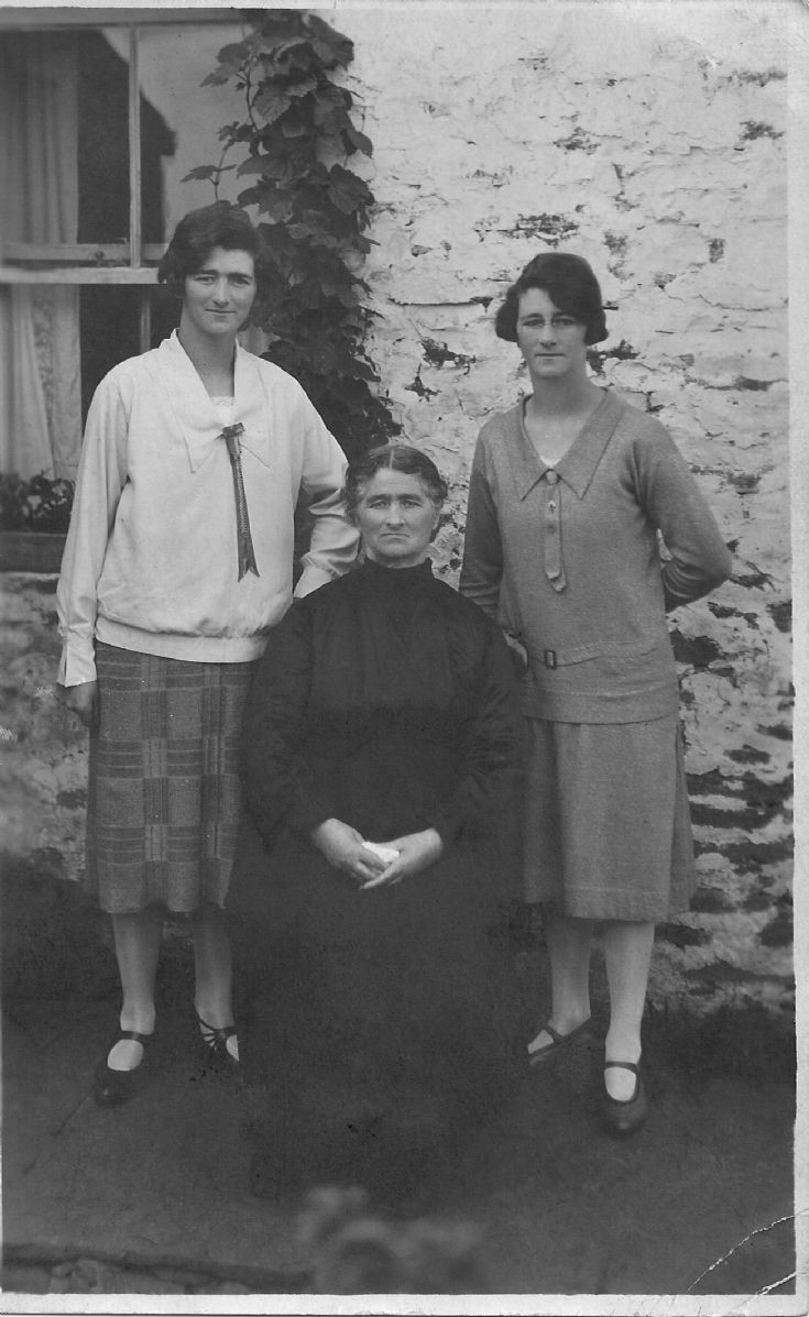 Margaret Mathieson Sinclair and daughters