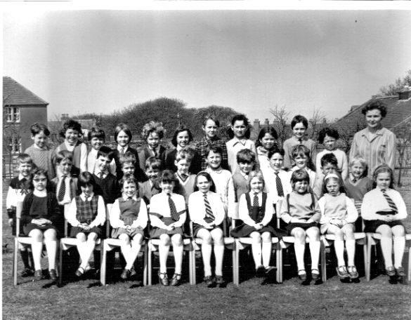 Papdale Primary School class 3E 1970-71